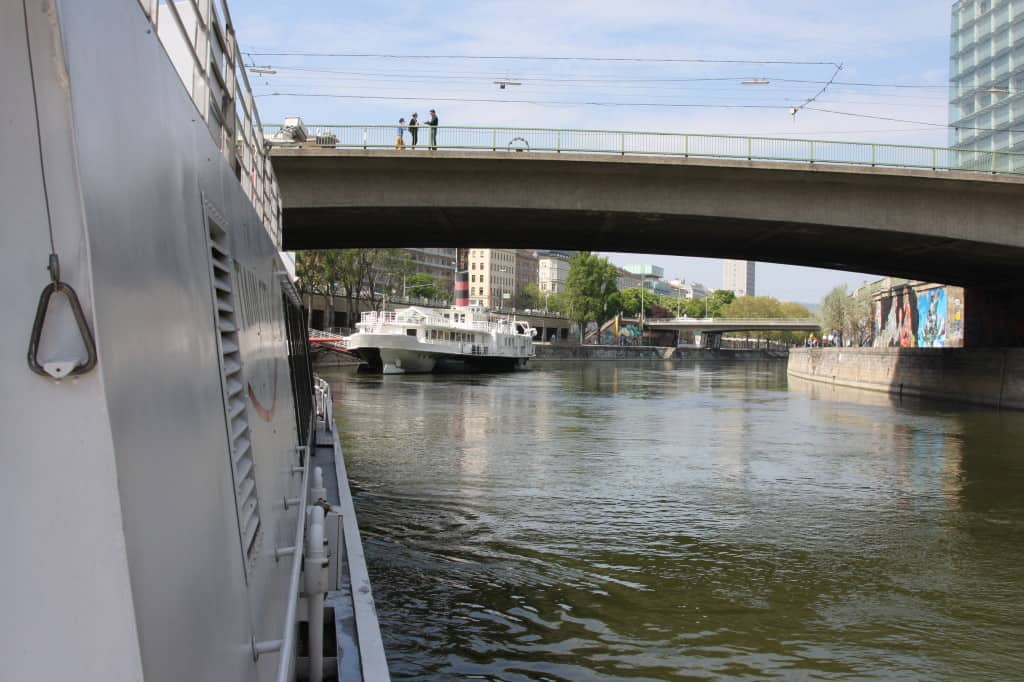 Donaukanal Wien Twin-City-Liner