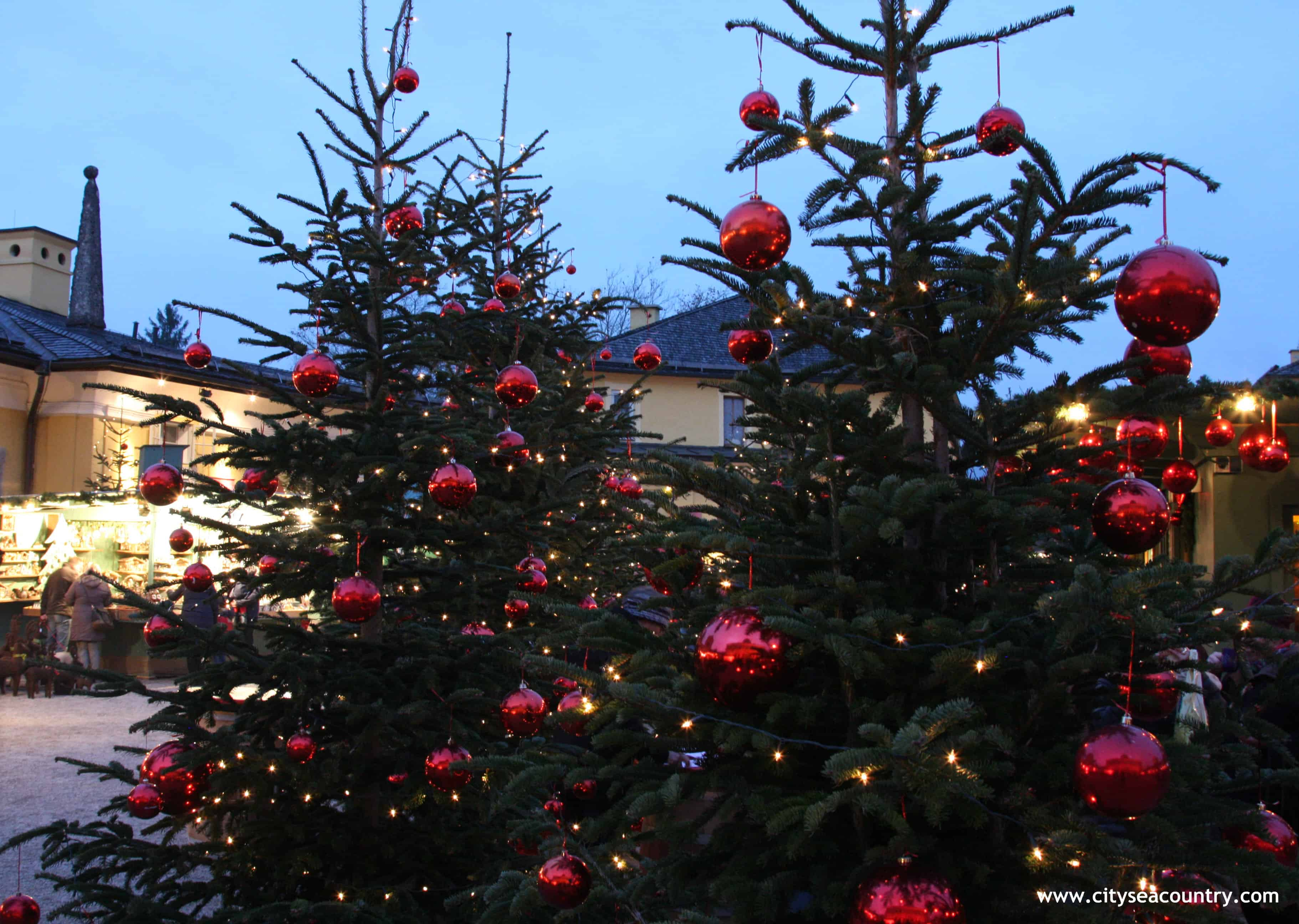 More than 200 Christmas Trees and 13 000 red Christmas Baubles at the Hellbrunner Adventzauber...