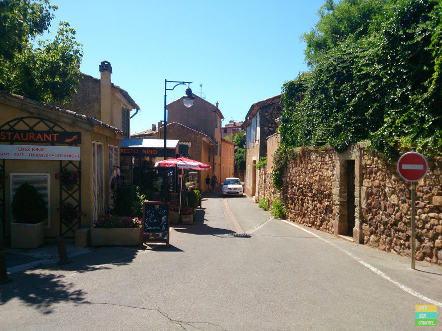Roussillon - ocher town in the Provence, France