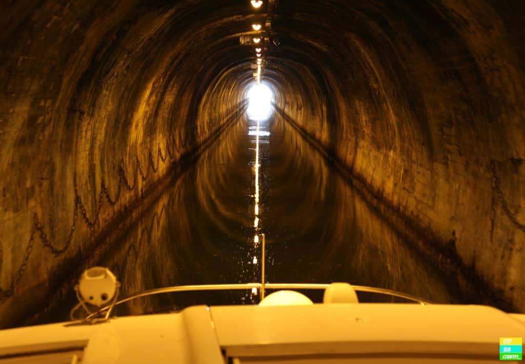 Passing a tunnel with our 14 m long house boat.