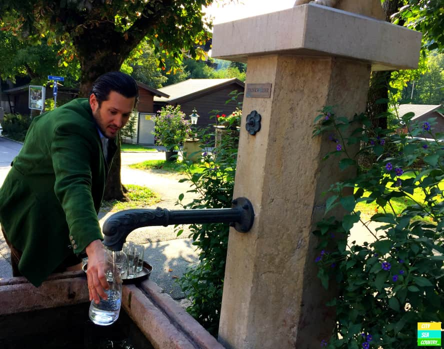 Brunnen beim Gasthof Schorn Grödig