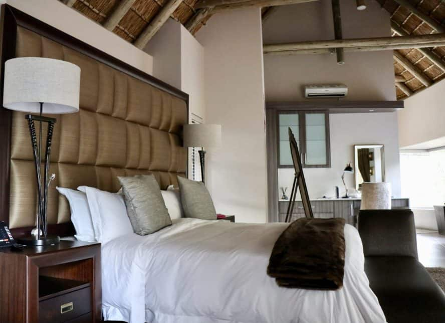 Luxury Safari: Game Drive AM Lodge in South Africa