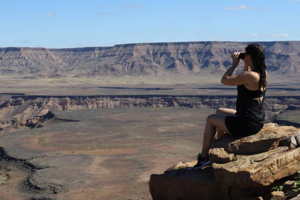 Unverzichtbarer Begleiter auf einer Afrika-Safari: Mit dem Fernglas von Canon entgeht dir nichts mehr